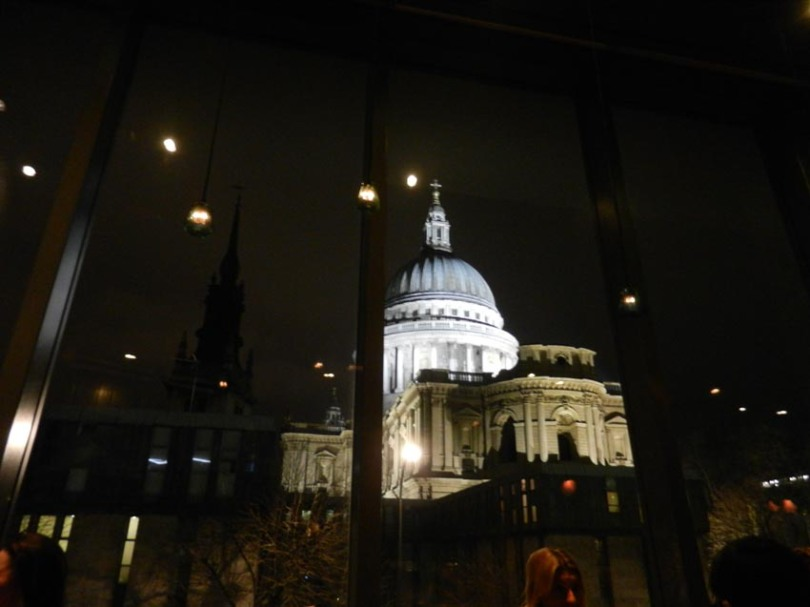 vedere din restaurant: St. Paul Cathedral